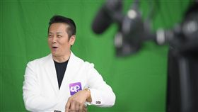 答題贈獎直播節目Up答人秀14日晚間首次開播,請來藝人徐乃麟擔任出題主持人。