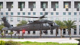 黑鷹直升機降落國防部 軍聞社提供