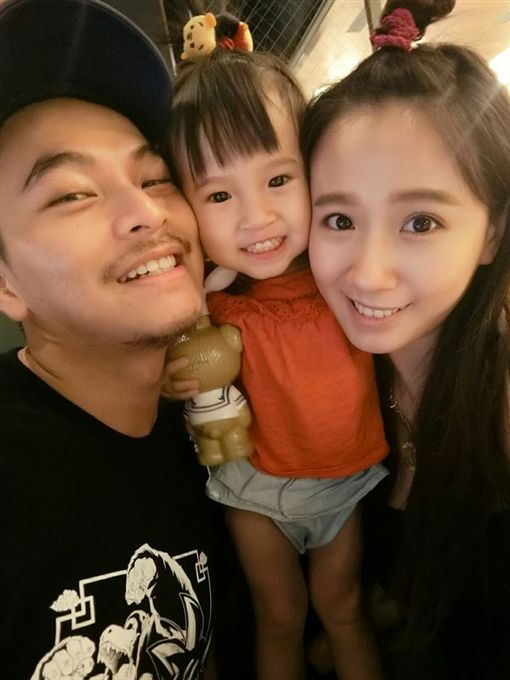 方志友3歲女兒Mia已有大姊姊的風範了。(圖/翻攝自IG)