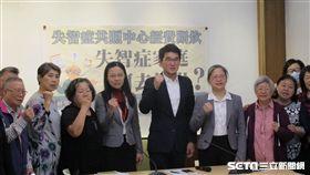 台灣失智症協會向政府喊話,失智防治,盼政府加快腳步。(圖/台灣失智症協會提供)