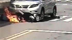 騎士撞車滑行 轟!民眾從火焰中救出他