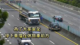阿伯逆向開上國道 聯結車駕駛暖心擋道救援(圖/國道公路警察局臉書)