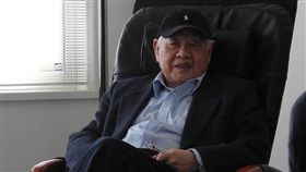 台灣詩人洛夫(筆名:洛夫、野叟)今(19)日凌晨3點在北榮病逝,享壽91歲,在家人陪伴下離開。(圖/翻攝自維基百科)