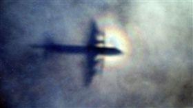馬航,MH370,殘骸,彈孔,飛機,擊落,馬來西亞,班機,失蹤(圖/翻攝自推特@SputnikInt)