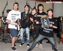 四分衛樂團、王彩樺為大港開唱排練唱招牌歌曲「保庇」。(記者邱榮吉/攝影)