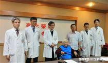 心臟手術免開胸,現年75歲的許老太太挺過再治腸癌。(圖/記者楊晴雯攝)
