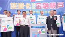 台北市市長柯文哲與悠遊卡公司董事長林向愷19日共同主持啟動儀式宣布悠遊卡服務再升級記者會 北市府提供