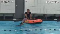 穿衣服學游泳!水中睜眼找方向 網友推爆荷蘭游泳課
