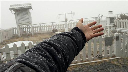 玉山下雪/氣象局提供