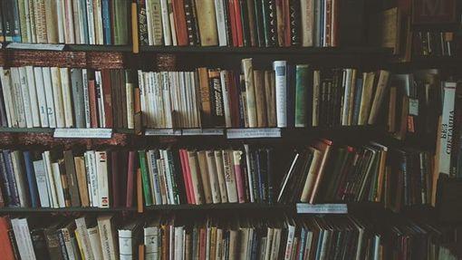圖書館,書櫃 圖/Pixabay