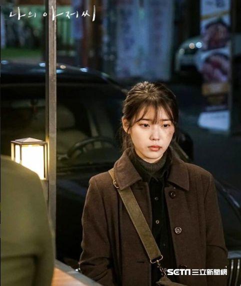 韓劇《我的大叔》劇照,李善均、IU李知恩搭檔演出。圖/CHOCO TV提供