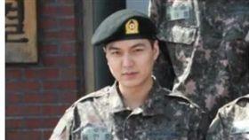 李敏鎬在部隊的軍裝照曝光。(圖/翻攝自微博)