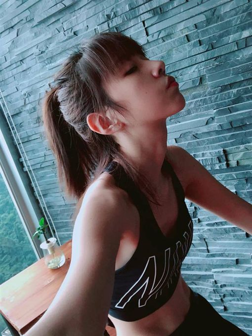 喜歡運動的邵雨薇,最近瘦到令粉絲心疼。(圖/翻攝自臉書)