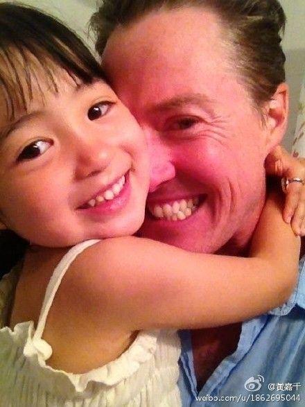 黃嘉千2006年與夏立克結婚後,育有一女「夏天」。(圖/翻攝自微博)