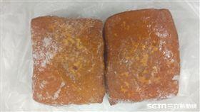 台北市衛生局今(21)日公布祭祀食品檢驗結果,1件豆干絲以及1件豆干檢驗不符合規定,違規原因皆為殘留殺菌劑過氧化氫陽性,已令販售場所下架違規產品。(圖/台北市衛生局提供)