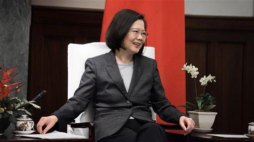 蔡總統接見美台商會訪問團(3)總統蔡英文16日接見美台商會訪問團,她說,長期以來,美國政府相當支持台灣,當美國經濟政策在面臨轉折期時,台灣也希望能盡一己之力協助美國,讓美國在經濟上能有新的景象。(總統府提供)中央社記者葉素萍傳真 107年1月16日