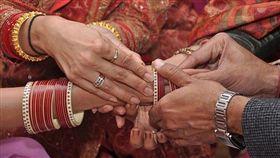 印度,小王,結婚,再婚,小王,綠帽 圖/翻攝自《ODDITY CENTRAL》
