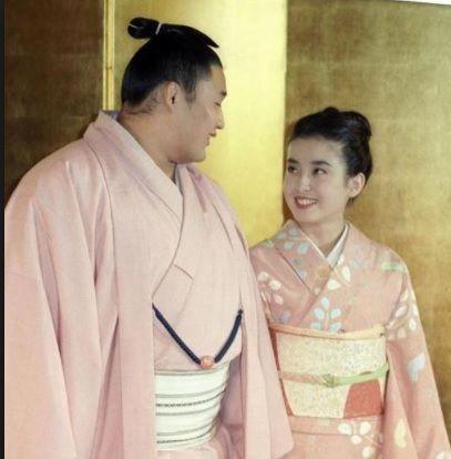 宮澤理惠曾於1992年與相撲選手貴乃花訂婚。(圖/翻攝自YouTube)