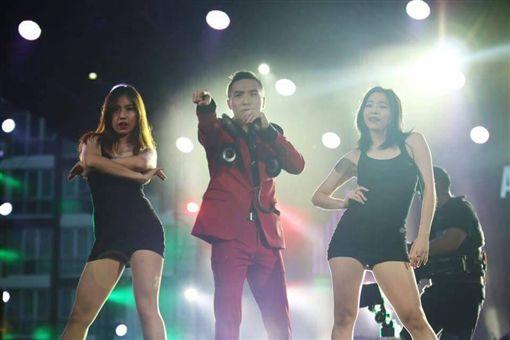 網紅谷阿莫還曾受邀參加泰國亞洲熱播盛典。(圖/翻攝自臉書)