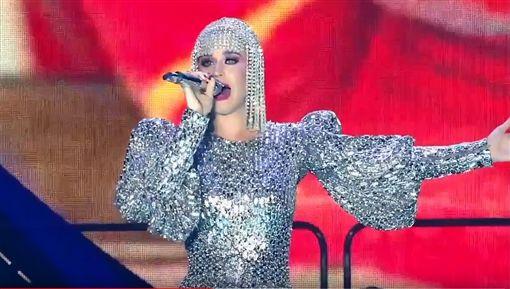 曾被媒體評為40大最佳演出歌手的凱蒂佩芮。(圖/翻攝自YouTube)