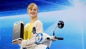 Ionex車能網電動車電池約五公斤,輕巧易提取。(圖片提供/光陽)