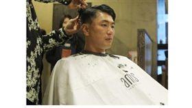 ▲SK飛龍王牌左投金廣鉉久違奪勝後,馬上剪去長髮捐出。(圖/截自韓國媒體)