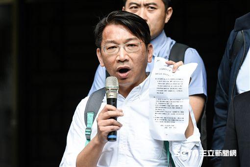 時代力量占凱道,台北地檢署傳徐永明等五立委到案。 圖/記者林敬旻攝