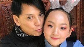 ▲莫少聰女兒拿下花式溜冰冠軍,爸爸開心的直喊愛你。(圖/翻攝自莫少聰微博)