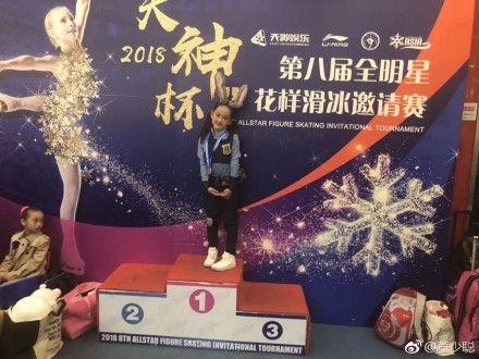 ▲莫少聰女兒莫芷嫣得到北京「2018天神杯」花式溜冰冠軍。(圖/翻攝自莫少聰微博)