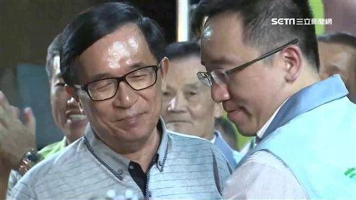 陳水扁為兒子陳致中初選站台,違反中監保外就醫規定。