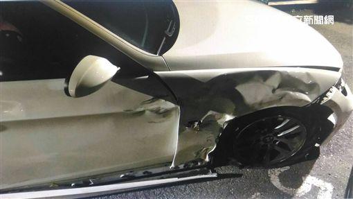 白色BMW轎車高速追撞機車騎士監視器畫面曝光(翻攝畫面)