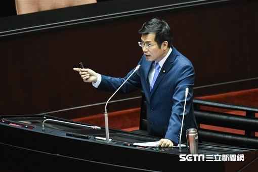 民進黨立法委員羅致政質詢。 圖/記者林敬旻攝