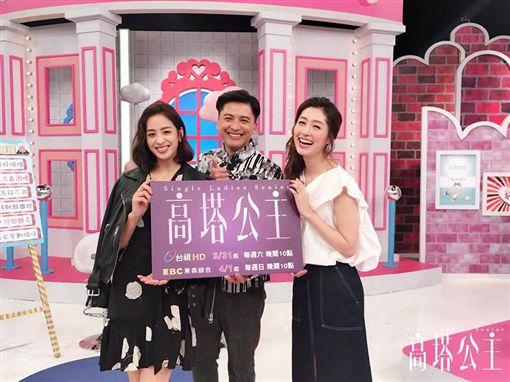 ▲莫允雯與周群達(Duncan)、田中千繪一起宣傳新劇《高塔公主》。(圖/翻攝自臉書)