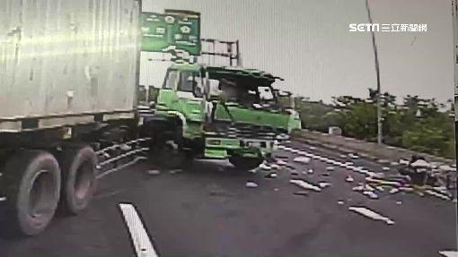 嚇!貨櫃車煞不住 折甘蔗擦撞前方轎車