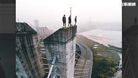 新北,新北大橋,自拍,空拍機,IG,極限運動(圖/翻攝IG)