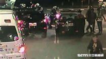 楊男酒店簽帳1萬2千元,一週未還慘遭圍毆,還被警方查出是通緝犯解送歸案(翻攝畫面)