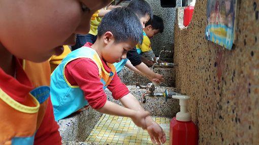 防腸病毒  勤洗手最有效腸病毒沒有疫苗可預防,也沒有特效藥,最好的防治策略就是勤洗手。中央社記者陳偉婷攝  107年3月28日