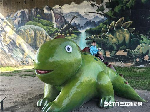 中和恐龍園區。(圖/新北觀光局提供)
