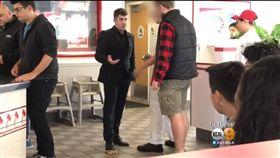 網紅惡搞知名連鎖漢堡店 官方火大申請禁制令:終生拒賣! 圖/翻攝自CBS Los Angeles YouTube https://www.youtube.com/watch?v=DmcvA7dhpuo