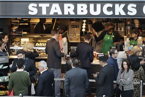 加州法官裁定 星巴克咖啡要標致癌警語(圖/美聯社/達志影像)