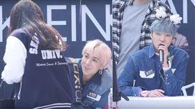 南韓男團「WINNER」,成員宋旻浩,姜昇潤拿麥克風。