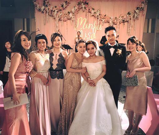 ▲麻衣出席愛紗婚禮,當時身旁已不見王泉仁陪同。(圖/翻攝自臉書)