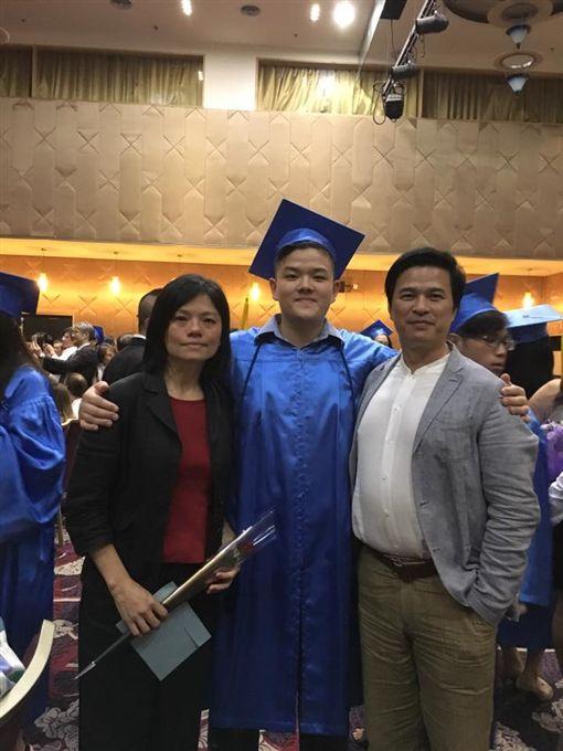 李興文,兒子,老婆/翻攝自臉書