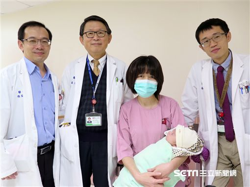 馬偕團隊為當時體重僅1948g早產兒安安進行心臟手術,手術成功直逼世界紀錄。(圖/馬偕兒童醫院提供)