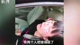大陸遼寧省一名女司機開車自撞(圖/翻攝自《澎湃新聞》)