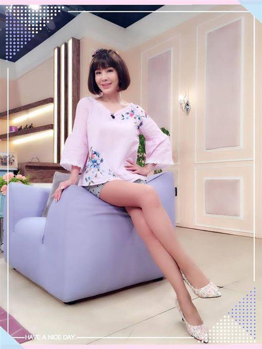 ▲陳美鳳擁有火辣的身材,年輕時是一代秀場豔后。(圖/翻攝自臉書)