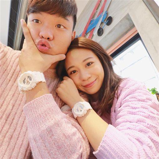 ▲▼蕭志瑋、裴薇時常在社群網站甜蜜放閃。(圖/翻攝自臉書)