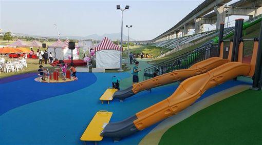 公園,溜滑梯,磨石子滑梯,共融遊具,大台北都會公園,幸運草地景溜滑梯