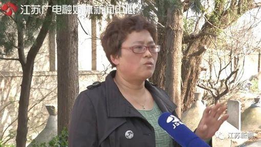 大陸人家被19座墳墓包圍;中國大陸,江蘇(圖/翻攝自江蘇新聞微信)