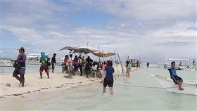 菲國保和島離島海灘菲律賓媒體報導,觀光勝地保和島(Bohol)警方最近要求國內外遊客在離開海灘到大街走動的時候,穿著勿太清涼。圖為保和島附近離島的海灘。中央社記者林行健保和島攝 107年4月1日